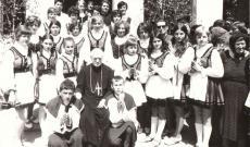 Márton Áron - A fénykép a kilyénfalvi  Dr.  Jakab Antal Könyvtár és Emlékszobában őrzött ,  Bérmálási emlékalbum, Felsőháromszék, 1972 című gyűjteményből való